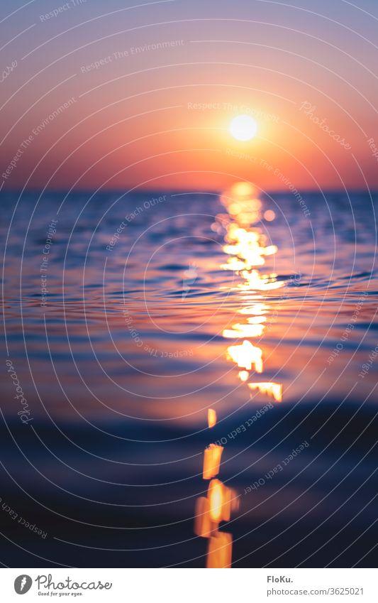 Bilderbuch Sonnenuntergang an der Nordseeküste Meer Strand Wasser Himmel Wellen Küste Wolken Dämmerung Sommer Reflexion & Spiegelung Sonnenlicht