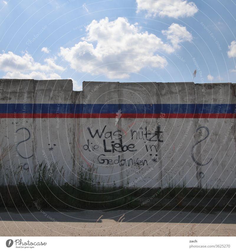 7 Tage durch Brandenburg - Was nützt die Liebe in Gedanken alt kaputt Verfall Ruine Gebäude Zerstörung Mauer Fassade Vergangenheit Vergänglichkeit Wand Fenster