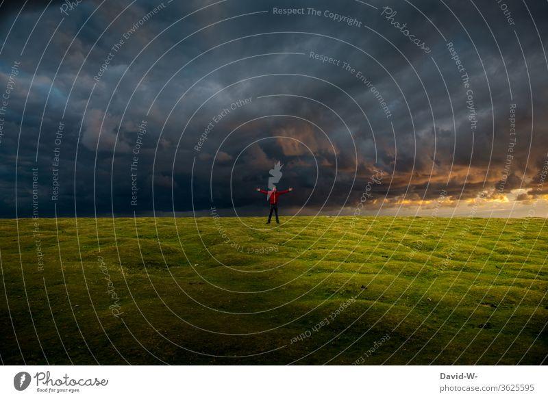 3000 - Wetterphänomene - auf Regen folgt Sonnenschein - Klimawandel Unwetter Gewitter Wettergott Gott Wettervorhersage Unwetterwarnung Wolken Himmel Sturm