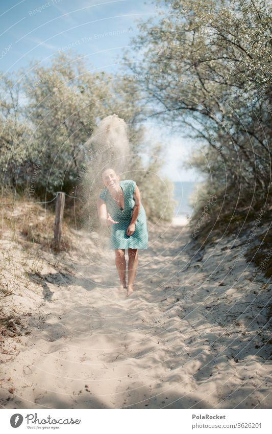 #A# Ostseesand am Fliegen II Ausflug verspielt spaßig Spaß haben spass Spaßvogel werfen Partikel Sandstrand verträumt Ostseeküste Zukunft Wasser laufen