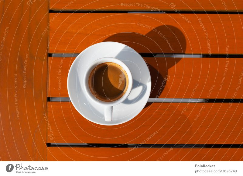 #A# Tisch in Kaffee-Farben Espresso Tasse Café Kaffeetasse Cappuccino Getränk Heißgetränk Frühstück Farbfoto Nahaufnahme heiß Kaffeetrinken Kaffeepause genießen