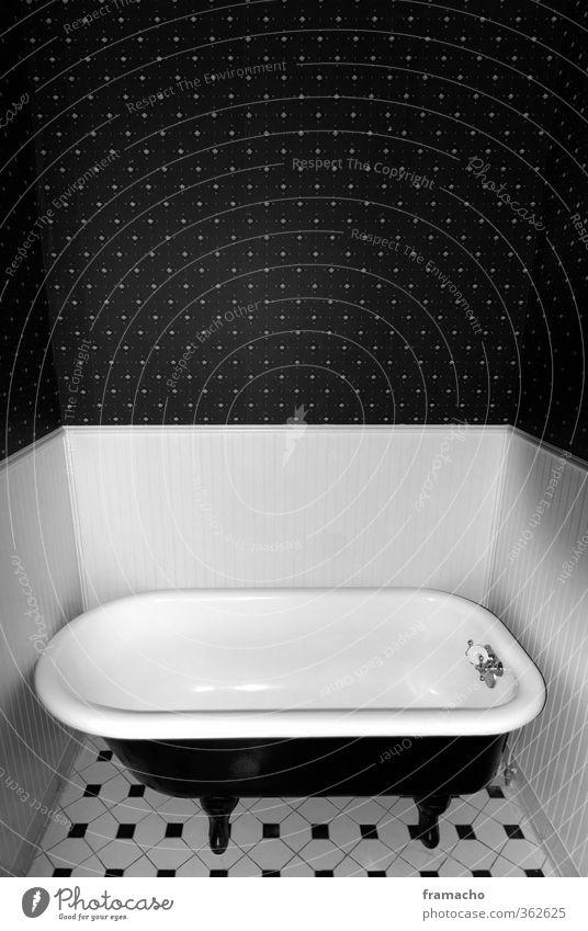 Bad alt ruhig klein Schwimmen & Baden Stil außergewöhnlich Raum Wohnung elegant Häusliches Leben ästhetisch Badewanne einfach Sicherheit retro einzigartig