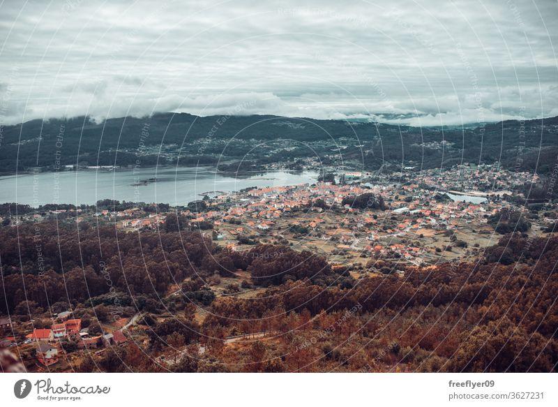 Kleines Dorf am Meer in Galicien, Spanien Landschaft MEER Galicia klein mos redondela pontevedra Berge u. Gebirge schön Schönheit Tradition Pflanze atlantisch