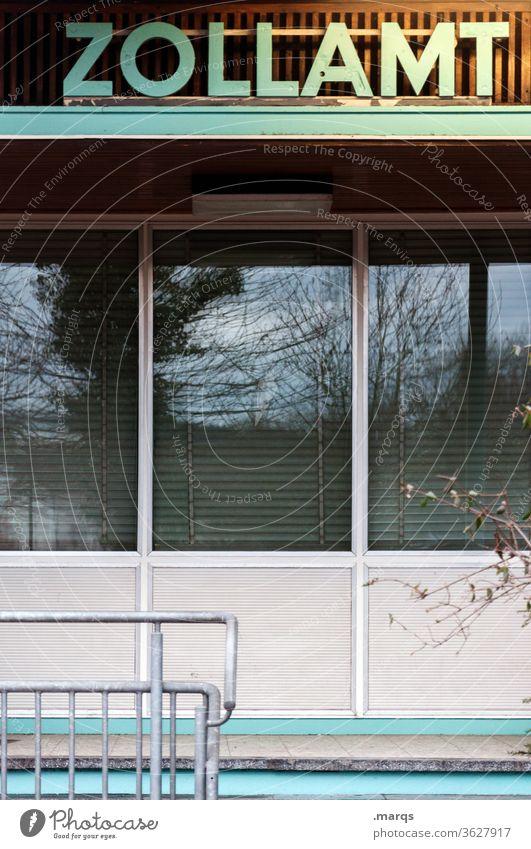 Zollamt Fassade Fenster Grenze Grenzübergang Grenzüberschreitung Grenzgebiet Hinweisschild Typographie schmuggel Geländer Politik & Staat