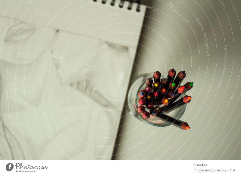 Bleistiftzeichnung mit einem Kuss Buntstifte Hals Liebe Junge und Mädchen Zeichnung mann und frau Portrait Papier Kunst