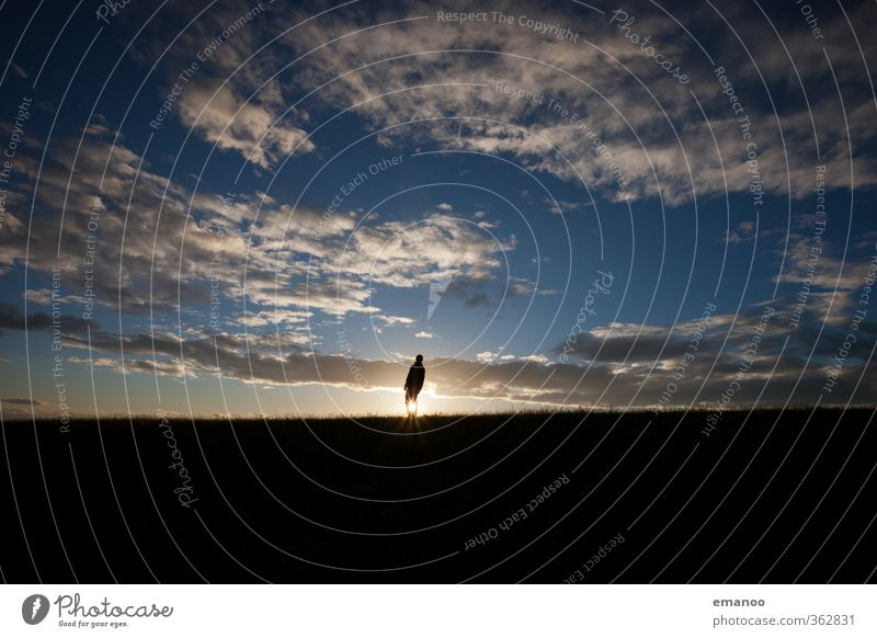 sunset man Mensch Himmel Natur Mann Ferien & Urlaub & Reisen Sommer Sonne Einsamkeit Landschaft Freude Wolken schwarz Erwachsene Berge u. Gebirge Gras Freiheit