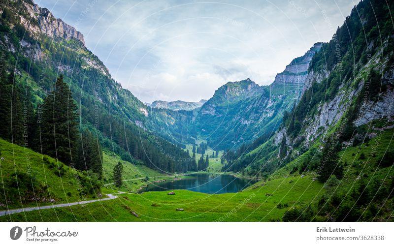 Wunderschöner Bergsee in den Schweizer Alpen - sehr romantisch Natur Antenne Fotografie reisen Ansicht Cloud Landschaft hoch Horizont idyllisch Reise natürlich