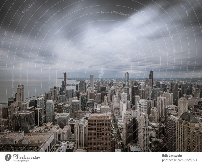 Chicago von oben mit dramatischem Himmel Großstadt Skyline Architektur Illinois Stadtzentrum urban Stadtbild USA Wolkenkratzer Sonnenuntergang