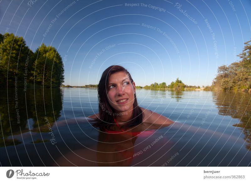 Nixe Lifestyle Freizeit & Hobby Mensch feminin Junge Frau Jugendliche 1 Schwimmen & Baden ruhig Mädchen Baggersee Teich Bikini Sommer brünett Abenddämmerung