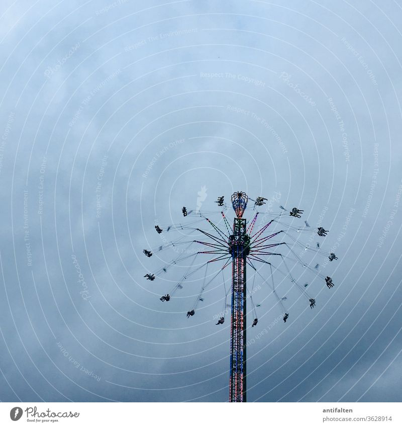Kein Rummel in 2020 :-( Kirmes Kettenkarussell Jahrmarkt Karussell Freude Außenaufnahme Freizeit & Hobby mehrfarbig Geschwindigkeit Vergnügungspark Fröhlichkeit