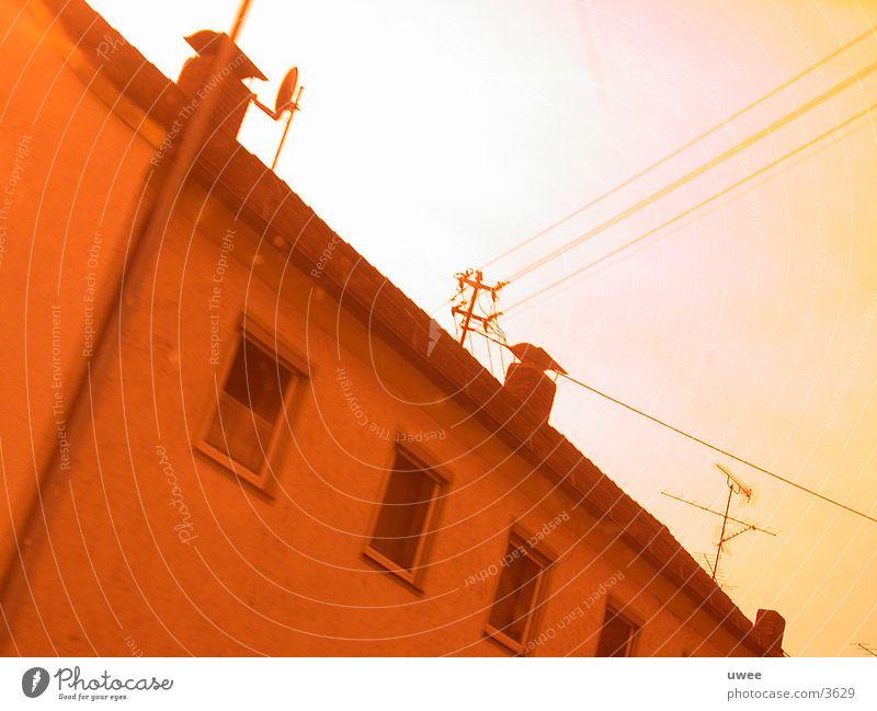 wired house Haus Bayern rot Architektur Kabel Neigung