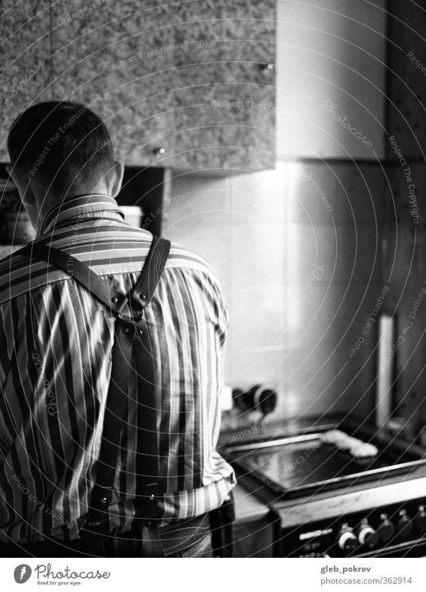 Mensch Mann Erwachsene Stil Rücken 45-60 Jahre retro Küche Möbel Hemd machen Vater Leder schwarzhaarig kurzhaarig