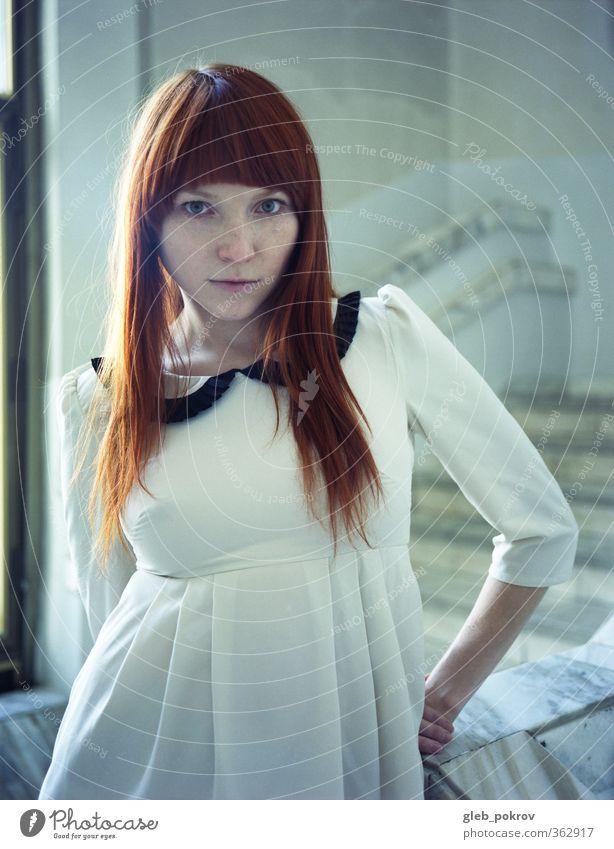 Mensch Frau Jugendliche schön Erwachsene 18-30 Jahre Haare & Frisuren Stein Kopf Stil natürlich Mode Arme elegant Bekleidung retro
