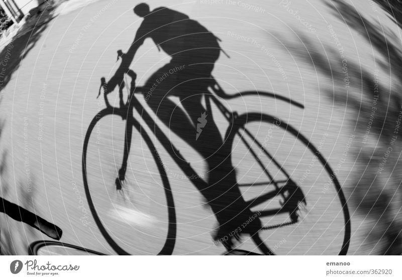Schattenseite eines Radlers Mensch Mann Jugendliche Ferien & Urlaub & Reisen Freude schwarz Erwachsene Junger Mann Straße Sport Wege & Pfade grau Stil Körper