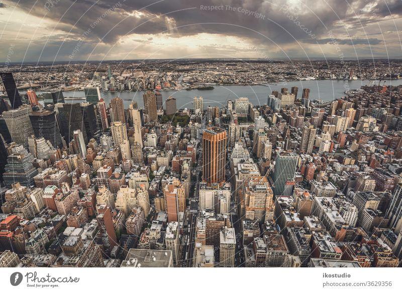 Draufsicht auf New York City neu Großstadt Tag Manhattan Stadtbild Gebäude urban Straßen Antenne Zustand Kaiserreich Wolkenkratzer Ansicht Skyline USA