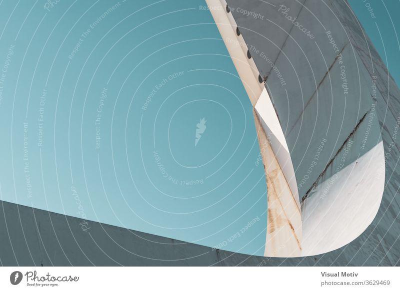 Abstraktes Detail der Stahlkonstruktion eines weißen Kommunikationsturms Detailaufnahme Basis Struktur Mitteilungen Turm Himmel wolkenlos Konstruktion