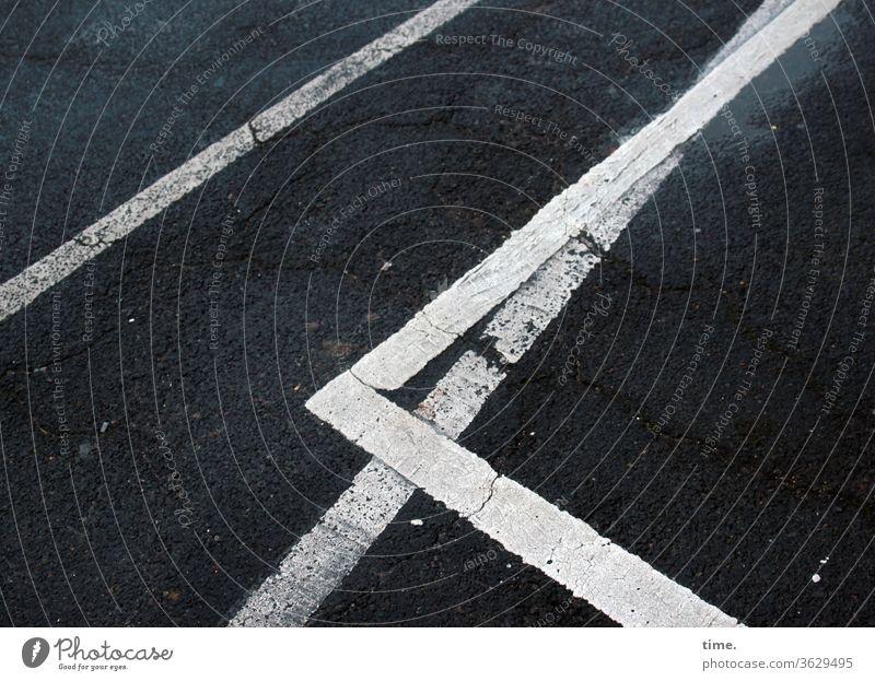 baselines (6) grundlinie linien Straße Asphalt grau Vogelperspektive weiss streifen abgenutzt teer mathematik design