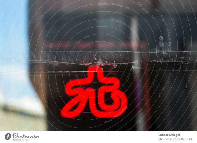 Klebeband an einem Fenster mit rotem Neonschild im Hintergrund Dekoration & Verzierung Einfluss Werkstatt Betrachtungen verschwommen Glanz defokussiert Symbol