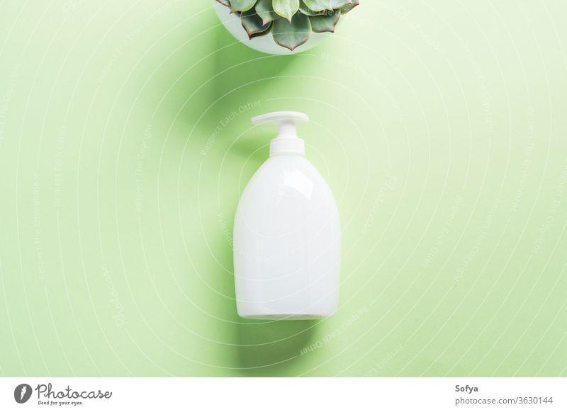 Weiße Naturseifenflasche auf Pastellgrün Seife Flasche Spender generisch natürlich Sahne flache Verlegung Hand Hygiene Attrappe Design Schönheit Körper Flaschen