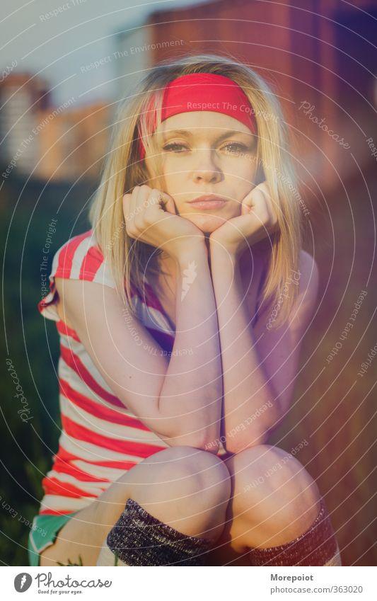Mensch Frau Natur Jugendliche schön rot Junge Frau Erwachsene Gesicht gelb Auge 18-30 Jahre Gefühle feminin Kopf Körper