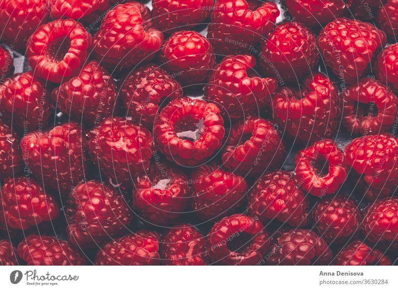 Makro von frischen Himbeeren Beeren Sommer reif lecker Ernährung geschmackvoll Diät rot Lebensmittel süß nahrhaft Garten Draufsicht flache Verlegung Gesundheit