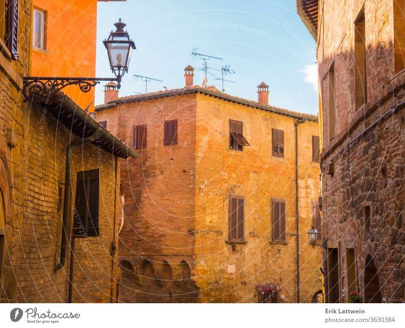 Amazing Tuscany - Steingebäude im italienischen Stil - Reisefotografie Toskana Volterra Italien Europa Italienisch toskana toskanisch Gebäude Landschaft alt