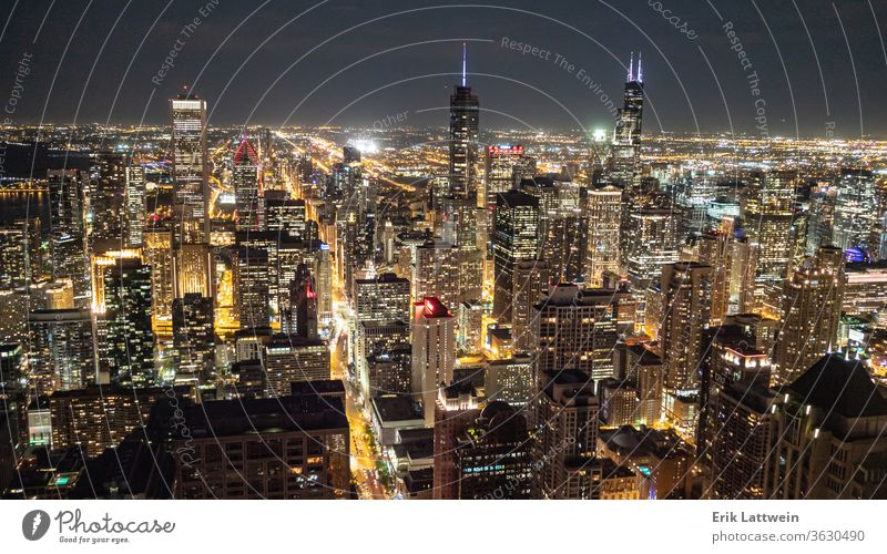 Die Stadt Chicago bei Nacht - wunderbare Aussicht von oben - CHICA Großstadt Skyline Architektur Illinois Stadtzentrum urban Stadtbild USA Wolkenkratzer
