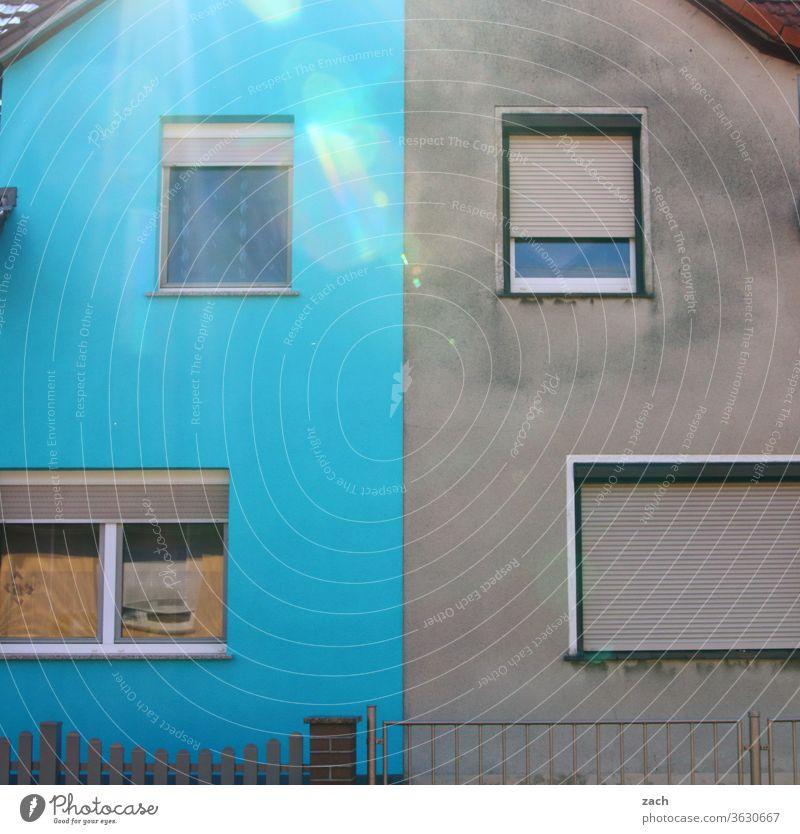 7 Tage durch Brandenburg - Two-Face Haus alt kaputt Verfall Ruine Gebäude Zerstörung Mauer Fassade Vergangenheit Vergänglichkeit Wand Fenster Renovieren grau
