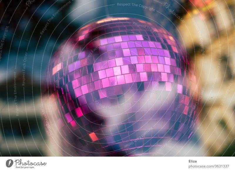 Lila Discokugel Party lila Club Reflexion & Spiegelung Nachtleben Feste & Feiern Veranstaltung clubbing Dekoration