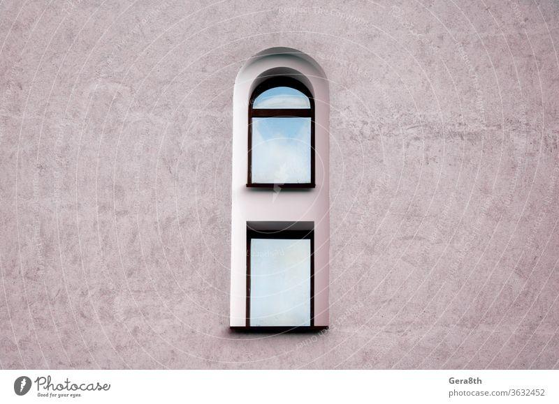 ein Fenster und eine graue Wand eines alten historischen Gebäudes allein architektonischer Hintergrund Architektur blau Großstadt Beton Design Außenseite Rahmen