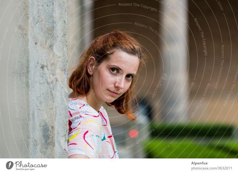 Lieblingsmensch | Fe Frau Junge Frau Porträt feminin Jugendliche Außenaufnahme 18-30 Jahre Erwachsene Mensch Farbfoto Blick nach vorn Kopf brünett langhaarig