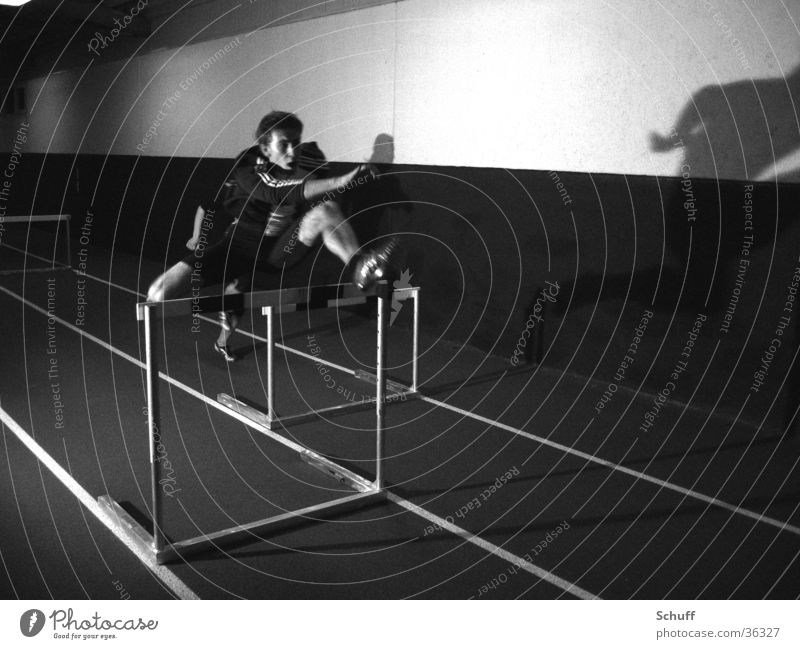 Leichtathletik Hürden Sport Bewegung Geschwindigkeit Lagerhalle Läufer Sprinter Hürdenlauf