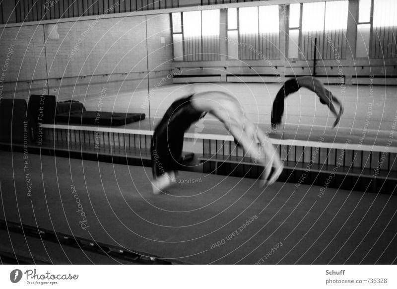 Turnen Boden Flickflack Sport Bewegung Akrobatik Spiegel Lagerhalle Salto Überschlag Flick Flack