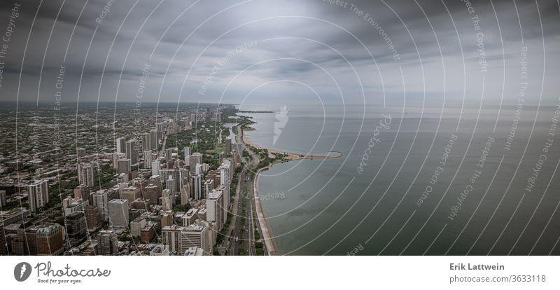 Seeufer von Chicago - Luftaufnahme Großstadt Skyline Architektur Illinois Stadtzentrum urban Stadtbild USA Wolkenkratzer Sonnenuntergang Reflexion & Spiegelung