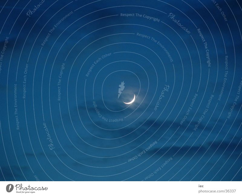 Mond Nacht dunkel Himmel zunehmend blau