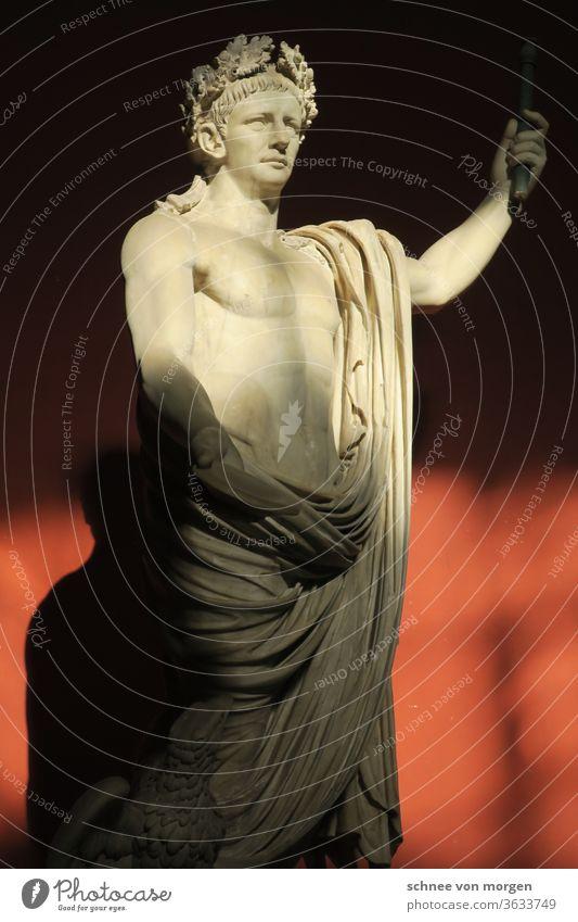 lichterfüllte statur rom figur marmor kunst Architektur Italien Kunst Wahrzeichen Italienisch Detailaufnahme Ferien & Urlaub & Reisen Tourismus Römer antik
