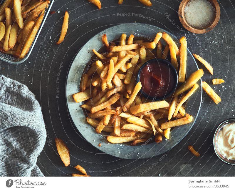 Pommes fritten Pommes frites Ketchup frittenbude Fastfood selbstgemacht foodie Foodlover Lebensmittel Essen Fett Appetit & Hunger Teller Kartoffeln potato