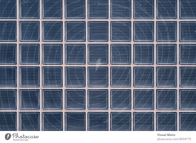 Hintergrund einer Wand aus dekorativen Glasbausteinen Glaswand Raster Geometrie Textur Muster Außenseite kreativ abstrakt Oberfläche Spielfigur Klotz Quadrat