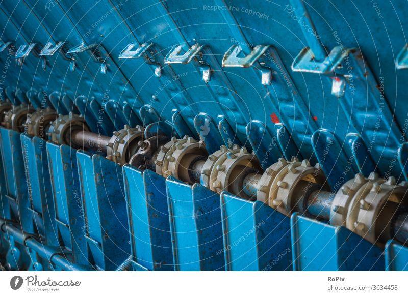 Detail einer historischen Sähmaschine. Maschine Technik Mechanik machine Getriebe gearing Ritzel kette Kettenrad chain wheel Rad Zahnrad Keg Land Landwirtschaft