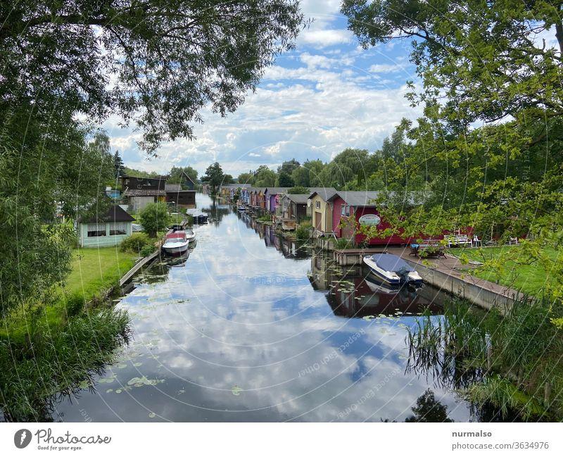 Flussidyll Boot bootshaus Mecklenburg urlaub sommer spiegelung motorboot neukahlen Mecklenburgische Schweiz