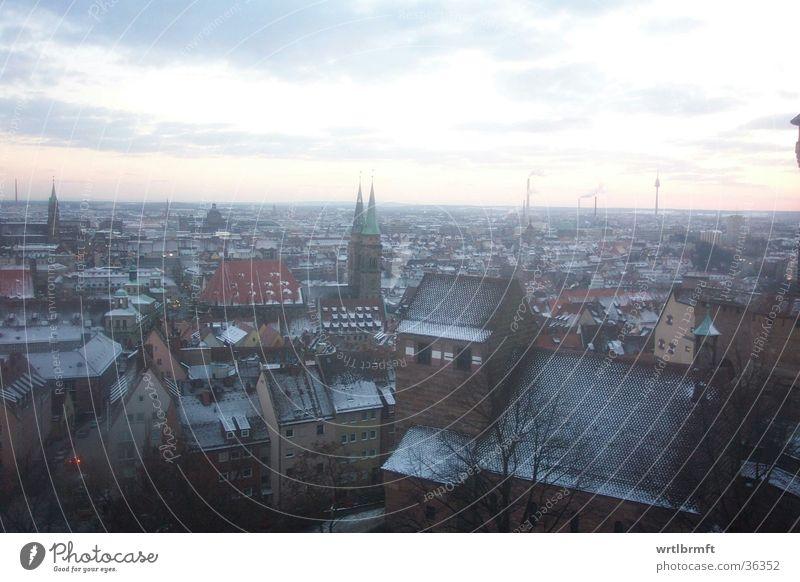 Nürnberg am Abend Himmel Stadt Winter Wolken Haus Ferne Schnee Wand Freiheit Architektur Mauer Horizont Europa Kirche Dach Skyline