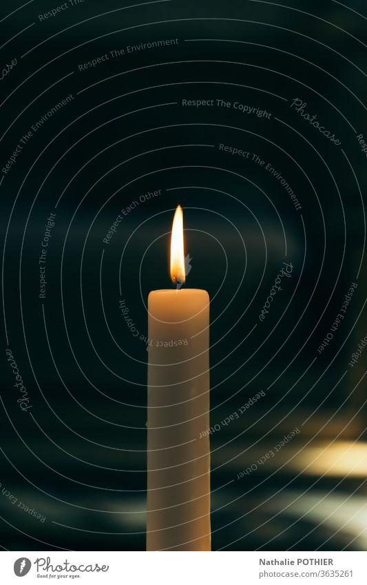 Brennende Kerze Licht Flamme Kirche Glaube und Religion Leben Hoffnung Anwesenheit Religion & Glaube Innenaufnahme Gebet Christentum Gott Spiritualität beten