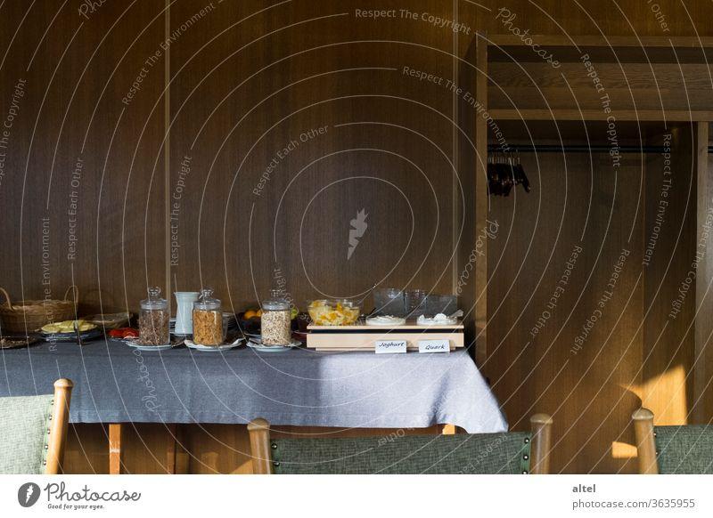 Übernachtung / Frühstück Pension Frühstücksbuffet Buffet Müsli Joghurt Quark Hotel Frühstücksraum Cornflakes Haferflocken Wanderurlaub Stärkung Bieder Start