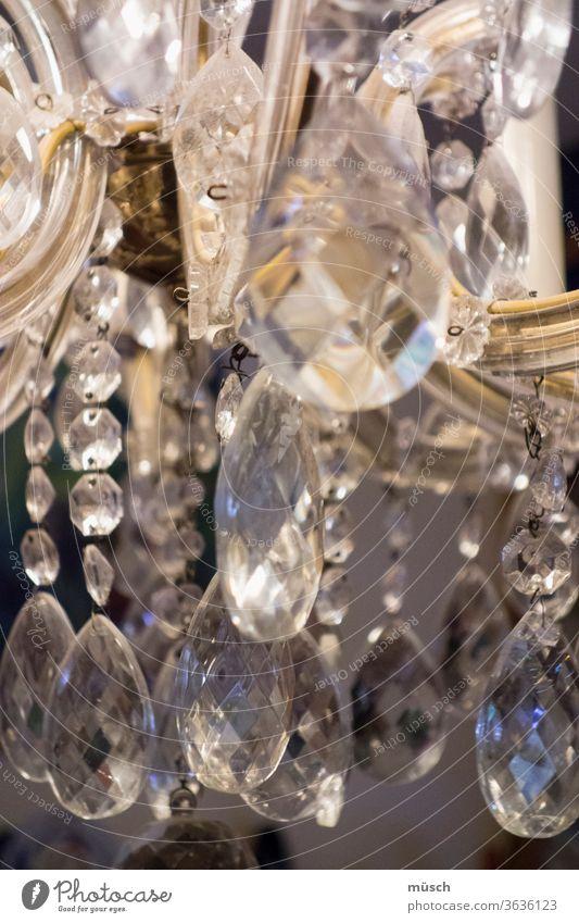 Glassteine Licht Lampe Schliff Metall Reflexion Formen Lichtbrechung Regenbogen Tropfen Edelstein schleifen Kunst Oberfläche Verfahren Werkzeug weiß grau gold