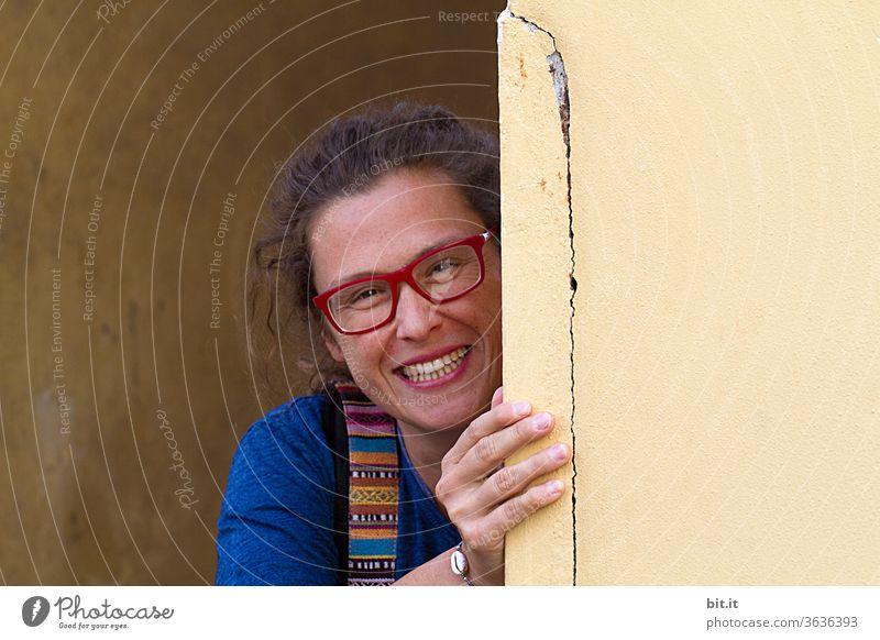 Lachmai... Frau Junge Frau feminin weiblich Erwachsene Mensch lachen Lachfalte Freude Lebensfreude Optimismus optimistisch Glück glücklich Fröhlichkeit