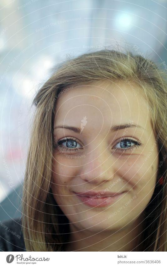 strahlender Teenager teenager Jugendliche Strahlen lachen lächelnd Lächeln weiblich feminin Ferien & Urlaub & Reisen Fröhlichkeit Freude Glück Mensch Junge Frau