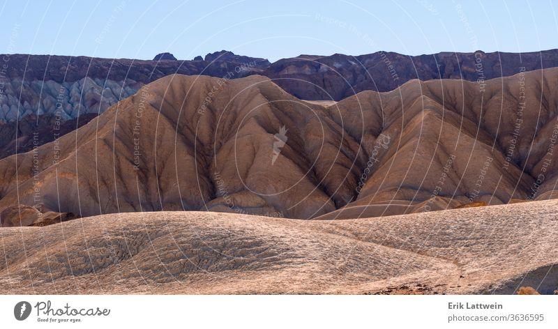 Die erstaunliche Landschaft des Death Valley Nationalparks in Kalifornien Tal Tod wüst national Park Natur Punkt Sand malerisch reisen USA blau berühmt rot