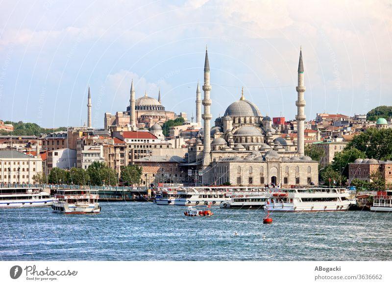Stadtsilhouette von Istanbul in der Türkei Truthahn Großstadt Skyline Stadtbild Moschee Gebäude Wasser urban Goldenes Horn Boote reisen
