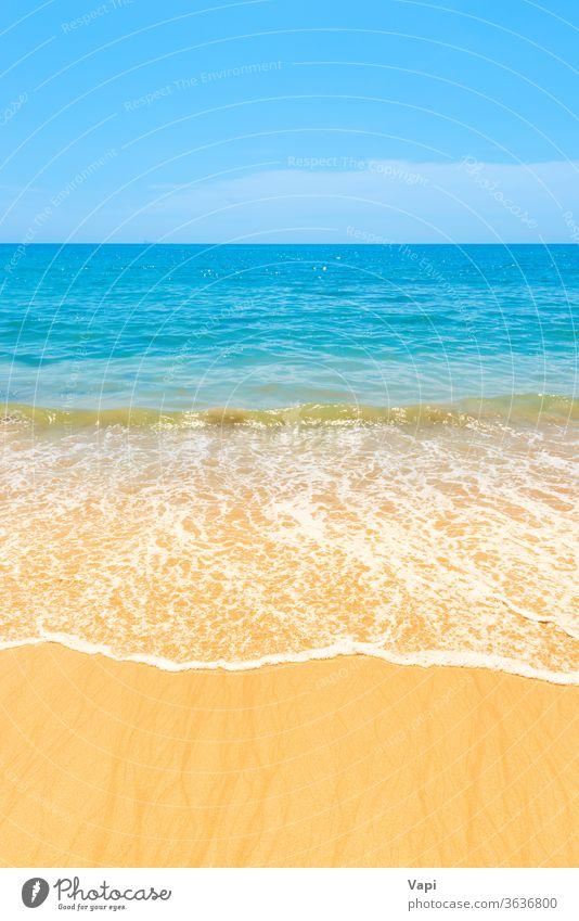 Blaues Meerwasser und Sandstrand MEER blau Strand Natur Hintergrund winken Sommer Wasser tropisch Brandung Sonne Landschaft Insel schön Meereslandschaft sonnig