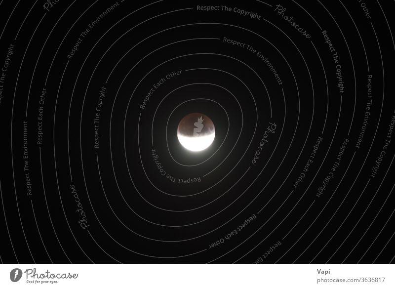 Mondmond-Halbfinsternis Nacht Mond- Raum Astronomie Finsternis Astrologie dunkel Umlaufbahn Himmel Planet Licht satt solar Satellit Natur Schmuckkörbchen Krater
